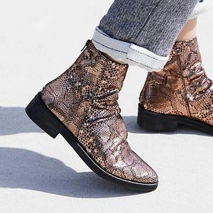 Free People Amarone bonze metallic ankle bootie 39